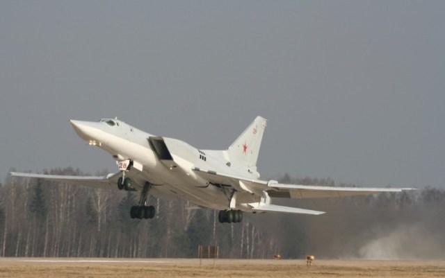 У бомбардировщика отказал двигатель и он совершил жесткую посадку в Астраханской области
