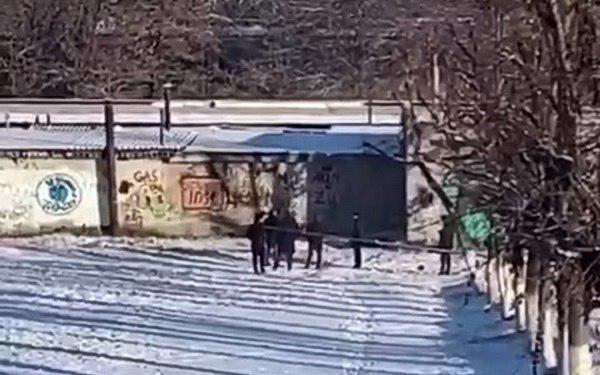 Случайные прохожие нашли труп мужчины на территории школы во Владикавказе