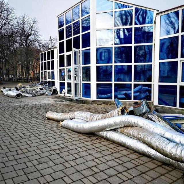 Здание кафе «Рома Пицца» начали разбирать в Пятигорске