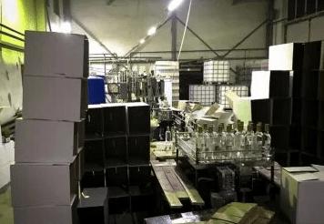 """Цех по производству """"левой"""" водки обнаружили в Карачаево-Черкессии"""