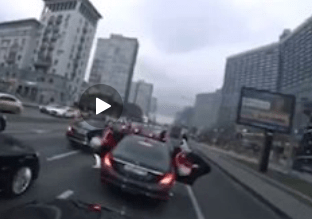 Движение по Новому Арбату остановили из-за съёмок рэп-клипа
