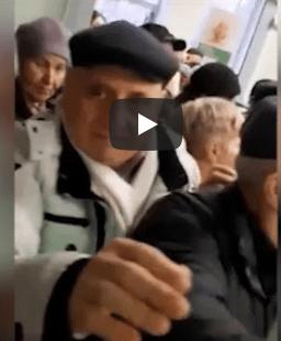 Пенсионеры Владикавказа штурмуют сбербанк со страхом того, что денег на всех может не хватить на Новый год