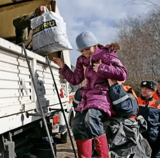 МЧС предлагает внести поправки в законодательство, которые обяжут население самостоятельно эвакуироваться из зон чрезвычайных ситуаций по решению властей