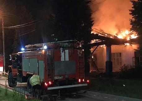 Крупный пожар на дачах подмосковья