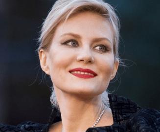 Популярную актрису Ренату Литвинову сбили в центре Москвы