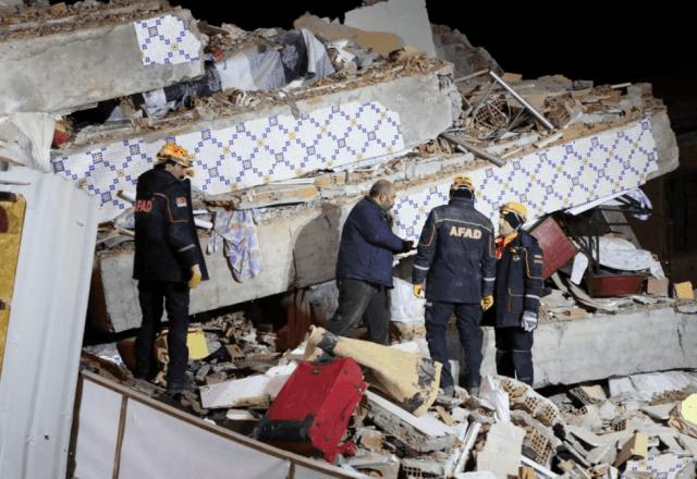 В турецкой провинции Элязыг произошло мощное землетрясение