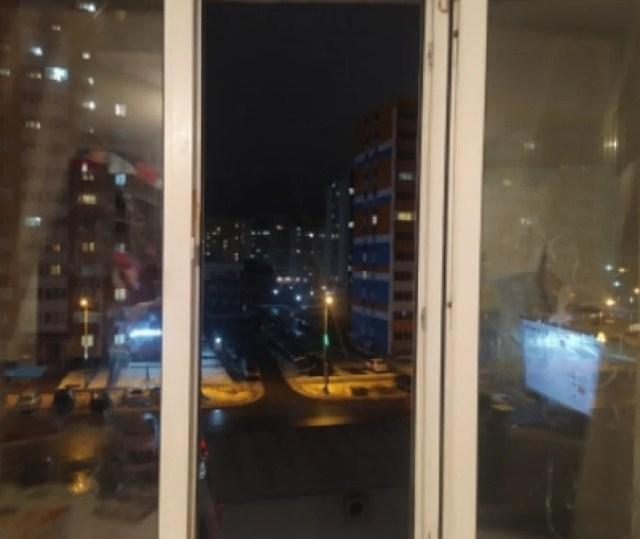 Отец с ребенком выпали из окна многоэтажки и остались живы в Пензе