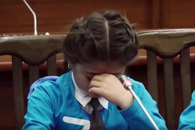 Не сдавшую на подарки деньги школьницу «затравили» в Краснодаре
