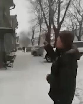 В Томске мужик открыл стрельбу по уборщику снега