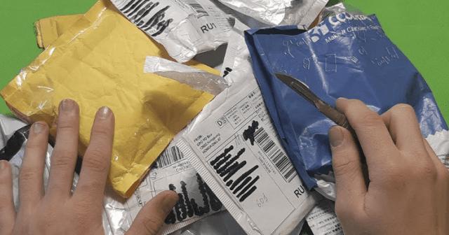 В Новокузнецке жителям стали предлагать услугу по распаковке посылок из Китая