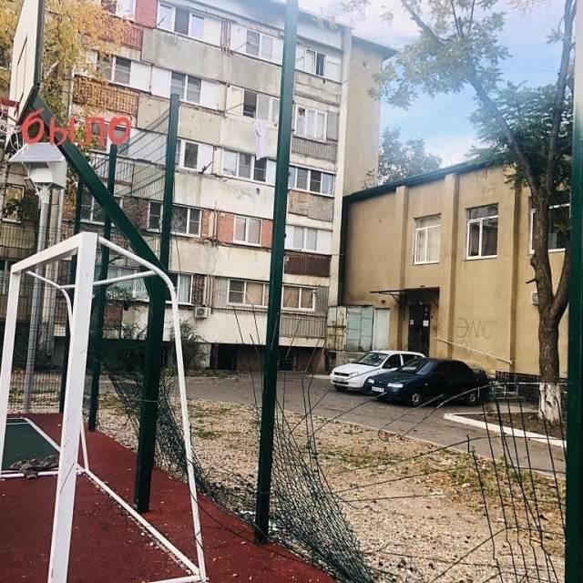 Вандалы разгромили спортивную площадку в пригороде Железноводска