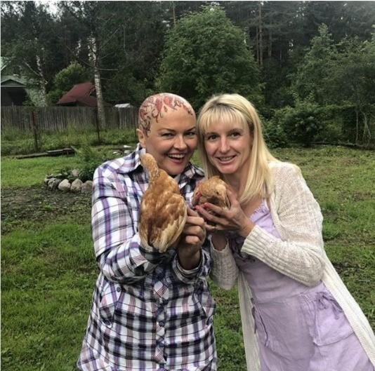 Больная раком груди Александра Яковлева после химиотерапии показала себя без волос