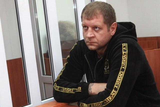Скандально известный боец Емельяненко собирался отправить судье подарок из секс – шопа