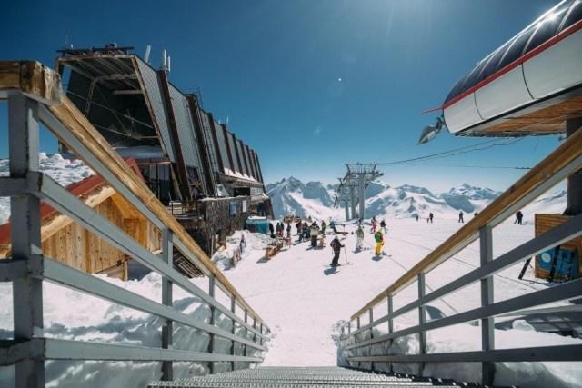 Из-за мощного снегопада и ветра закрыты для катания трассы на Эльбрусе