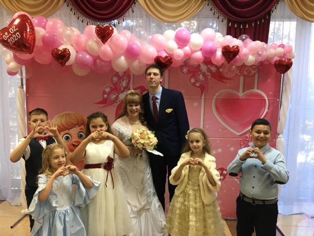 27 пар поженились в «зеркальную дату» на Ставрополье