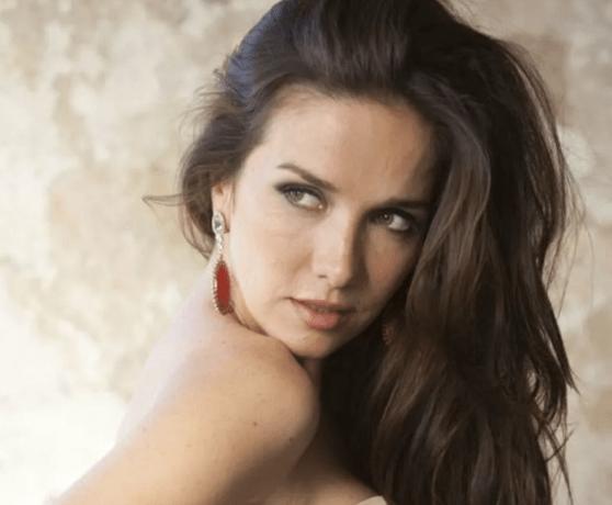 Петербуржцы не могут вернуть деньги за концерт Натальи Орейро