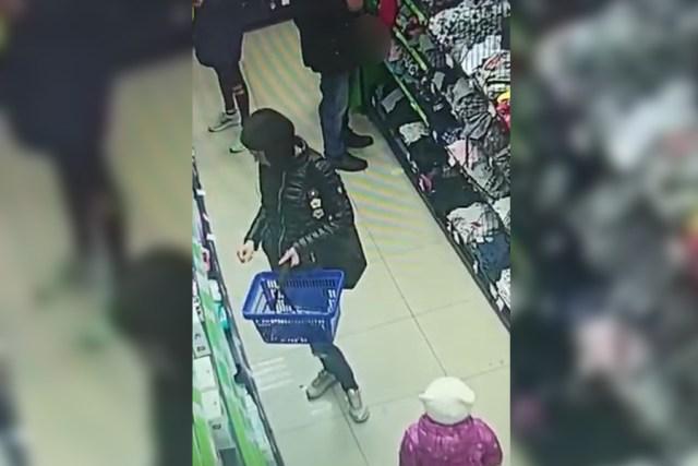 Мастурбировать на глазах посетителей начал клиент супермаркета в Армавире
