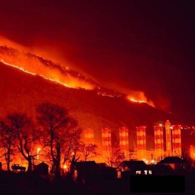Зарево от ландшафтного пожара испугало жителей Туапсе