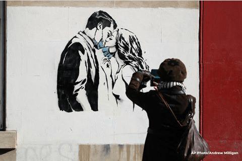 Творческий ответ коронавирусу в росписях уличных художников