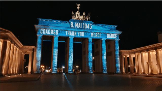 В центре Берлина появилась надпись на русском «спасибо»