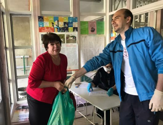 Льготные категории школьников из Кисловодска получили 2126 продуктовых наборов