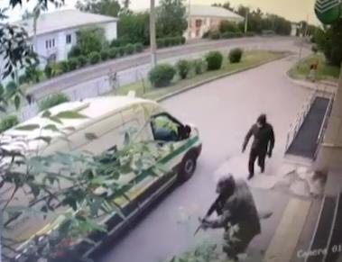 В Красноярске около отделения «Сбербанка» ограбили инкассаторов