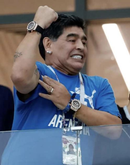 Марадона занялся благотворительностью во время пандемии