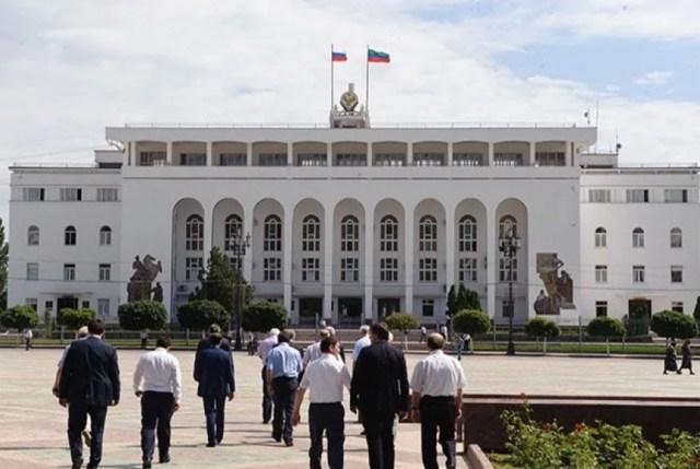 Жители Дагестана требуют отставки главы республики
