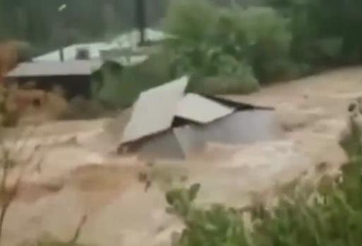Сильный потоп в поселении Нижние Серги Свердловской области