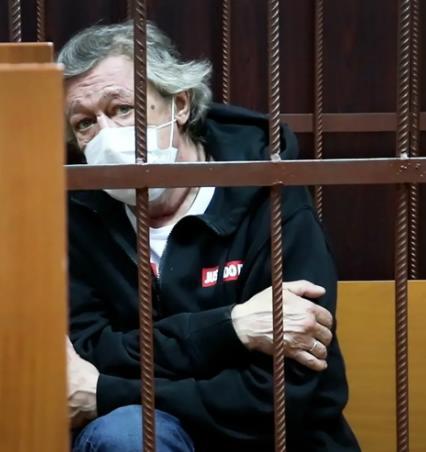 Михаил Ефремов отправился на первое заседание по своему делу в Пресненский суд