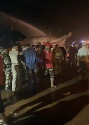В Индии самолёт со 191 человеком на борту выкатился за пределы взлетно-посадочной полосы при посадке