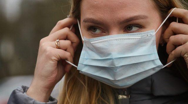 Из-за роста числа заболевших «ковидом» ужесточаются ограничения в регионах России