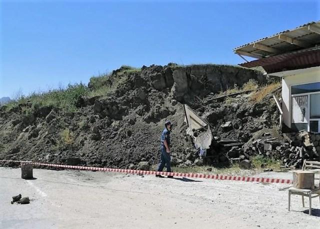Рядом с АЗС сошел оползень в горном районе Дагестана