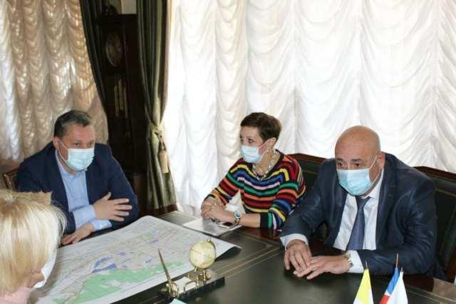 Выезжать за границу запретил своим подчиненным мэр Пятигорска
