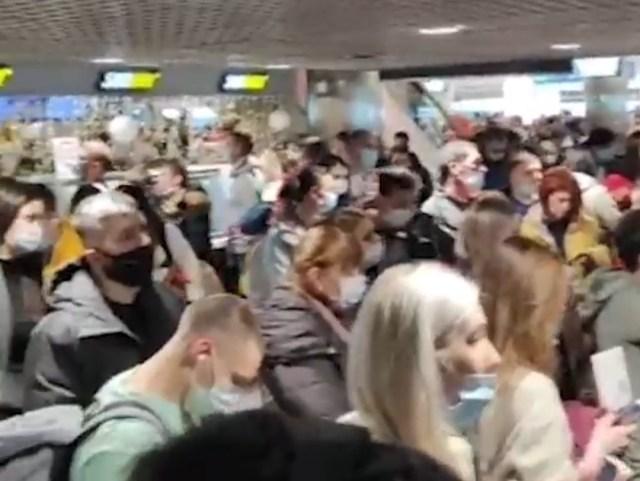 Из-за ледяного дождя более 150 рейсов задержаны или отменены в аэропортах Москвы