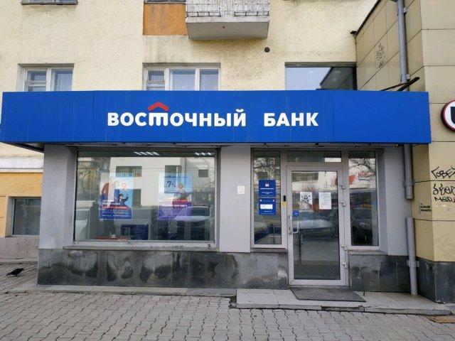 Болеть «ковидом» запрещала менеджер банка в Екатеринбурге