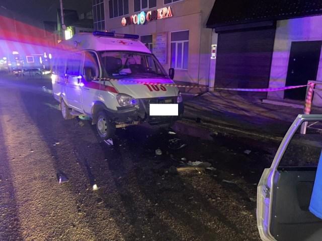 Припаркованную «скорую» протаранил водитель ВАЗа в Ессентуках