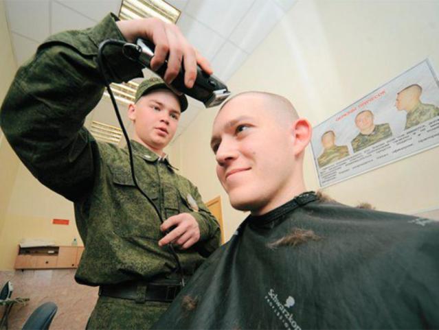 Сдать в военкомат бывших парней предложили в Ленинградской области