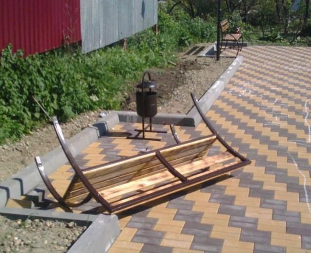 Школьники повредили скамейки в новой зоне отдыха на Ставрополье