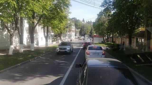 На «дикие» пробки в парке Цветник пожаловались автолюбители Пятигорска