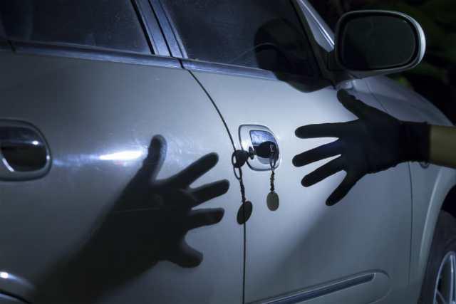 Турист на Кавминводах пытался угнать автомобиль из автосалона