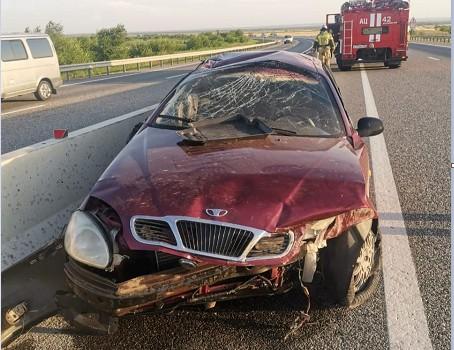 Нетрезвая автоледи разбила машину о бетонное ограждение на Ставрополье