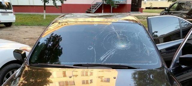 Мужчина разбил чужую машину из-за неприязни в Невинномысске