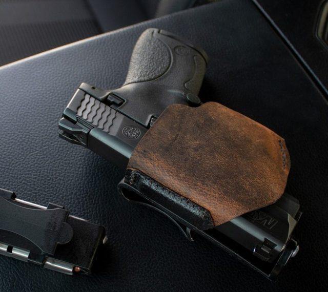Ставропольчанин избил пенсионера пистолетом