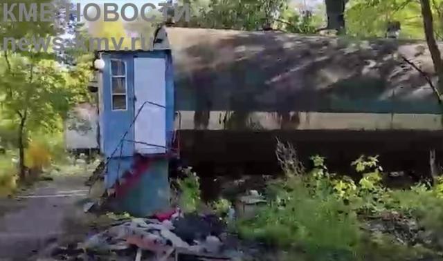 Пенсионерка из Омска 34 года живёт в ржавой бочке