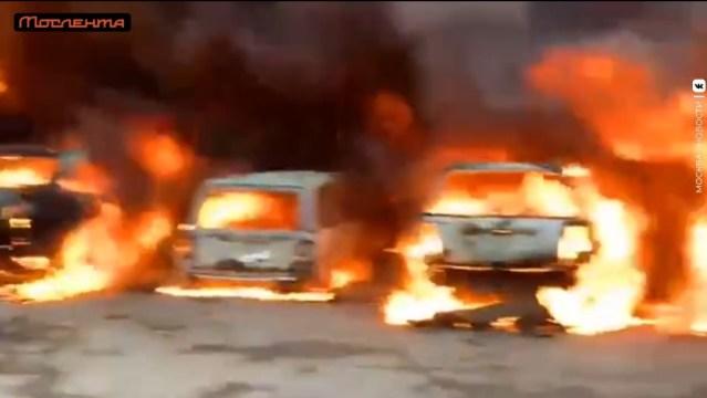 На Котляковской улице в Москве горят бытовки и десять автомобилей
