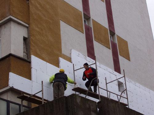 Pregătiri pentru reabilitarea a 15 blocuri