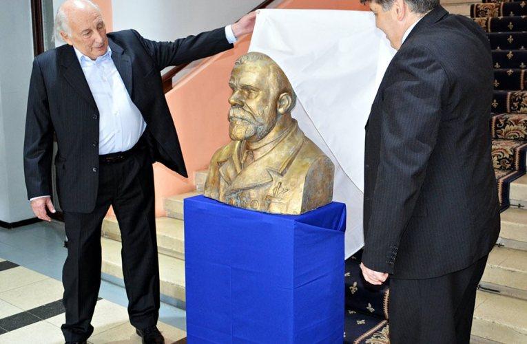 Statui noi ale personalităților romașcane