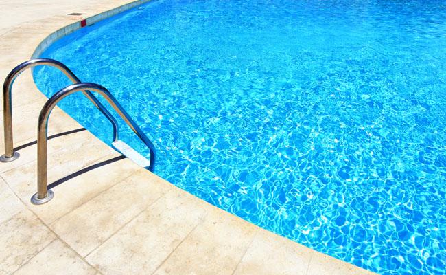 Patru piscine în aer liber în jurul Romanului