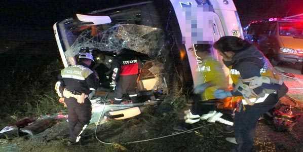 Перевернувшийся автобус: 3 погибших, 30 пострадавших